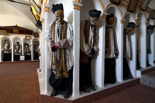 Gangi, Sicily, mummified priests beneath town's main church WEB